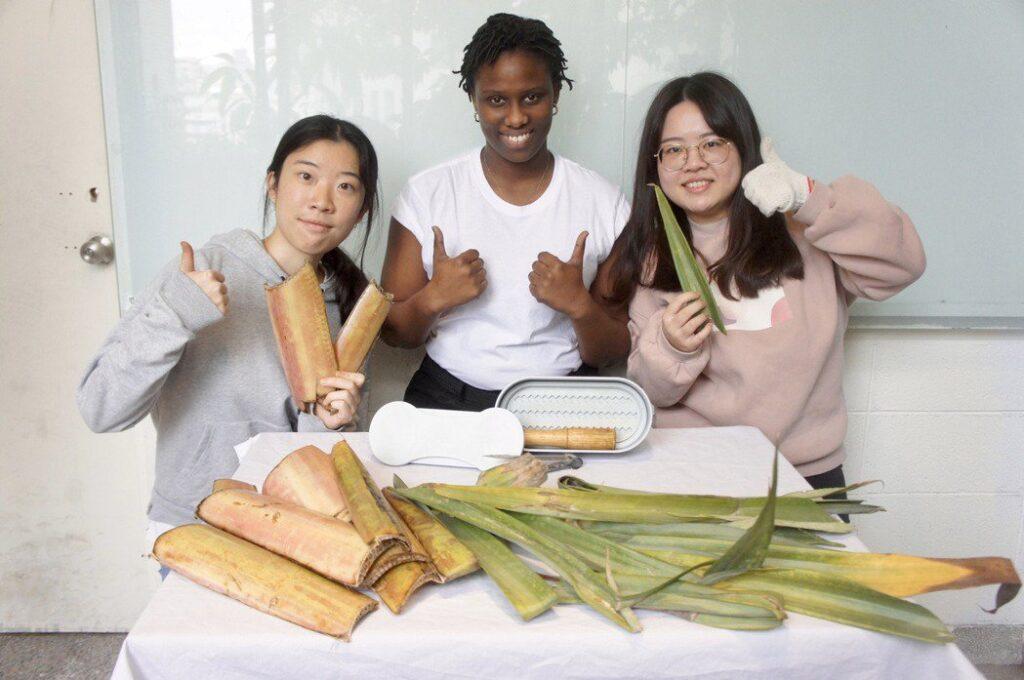 王憶彤(左)、翁嘉青(右)設計不必用電、就地取材的Pad Case永續自製衛生棉模具,幫助更多女性終結月經貧窮。