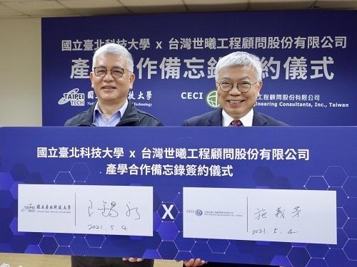 北科大校長王錫福(右)與台灣世曦董事長施義芳代表簽約。