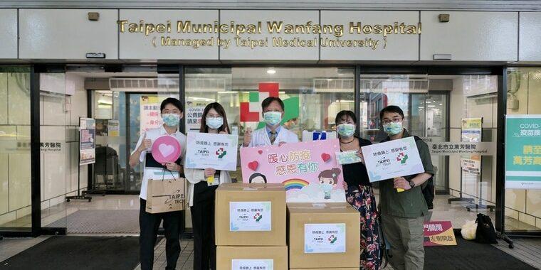 北科大捐贈6千片學生設計得獎口罩給學校附近鄰里與萬芳醫院。北科大提供